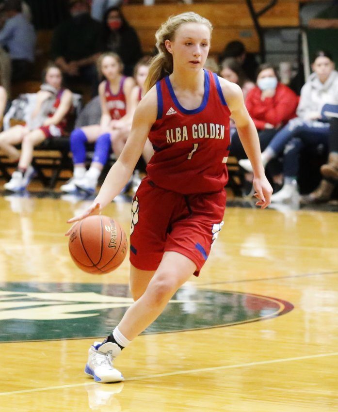 Bella Crawford paced the Lady Panthers by scoring 19 points in their win over Quinlan-Boles last Tuesday. (Monitor photo by John Arbter)