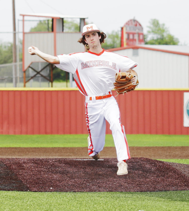 Mineola starter Jack Heard demonstrated remarkable persistence and composure in earning the bidistrict win.